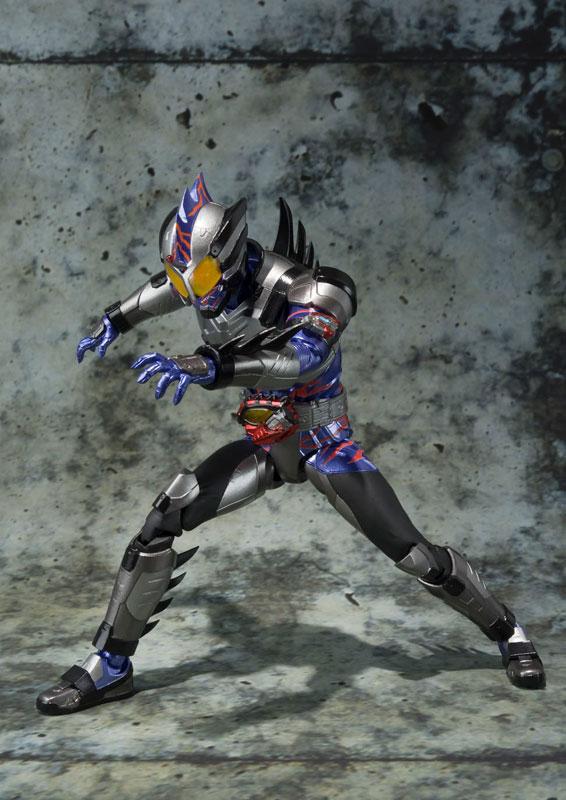 S.H.フィギュアーツ 仮面ライダーアマゾンネオ-002