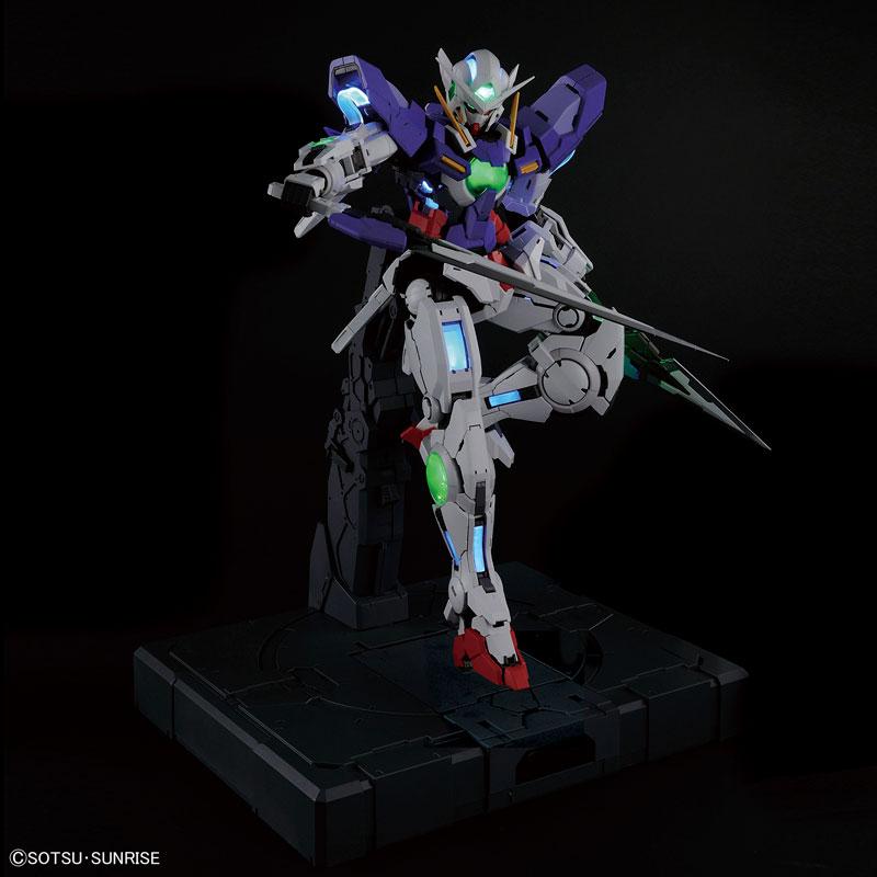 PG 1/60 ガンダムエクシア (LIGHTING MODEL) プラモデル-001