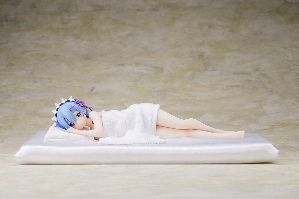 Re:ゼロから始める異世界生活 レム添い寝Ver. 1/7 完成品フィギュア-001