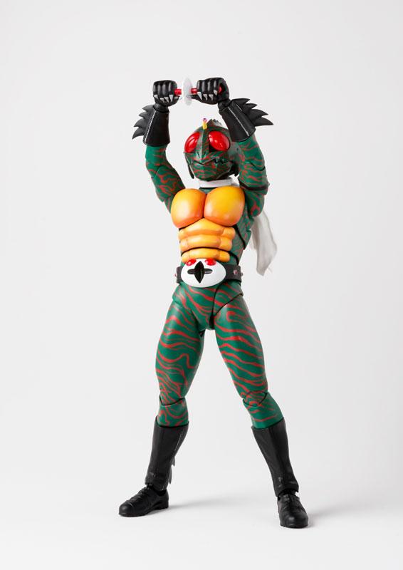 S.H.フィギュアーツ『仮面ライダーアマゾン(真骨彫製法)』可動フィギュア-002