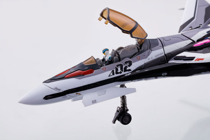 DX超合金『マクロスΔ 劇場版VF-31F ジークフリード(メッサー・イーレフェルト/ハヤテ・インメルマン搭乗機)』可変可動フィギュア-011