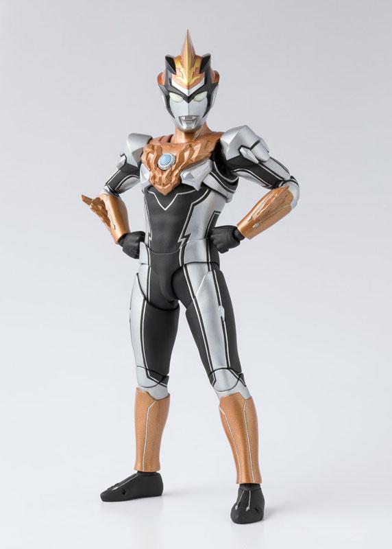 S.H.フィギュアーツ『ウルトラマンブル グランド|ウルトラマンR/B』可動フィギュア-001