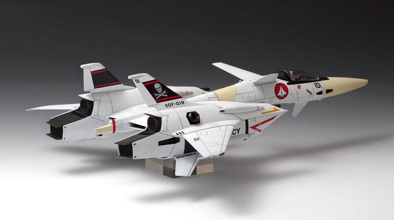 超時空要塞マクロス Flash Back 2012『VF-4 ライトニングIII〔DX版〕』プラモデル-011