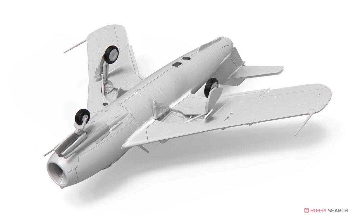 1/72『ミコヤン・グレヴィッチ MiG-17 フレスコ(瀋陽飛機工廠 J-5)』プラモデル-006