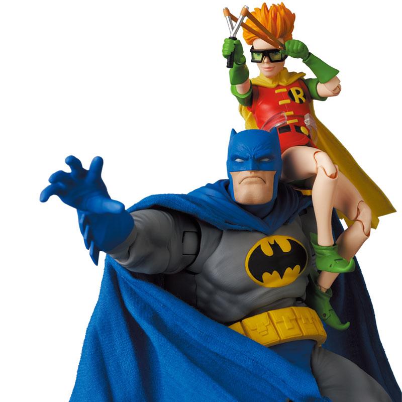 マフェックス No.133『MAFEX BATMAN BLUE Ver. & ROBIN(The Dark Knight Returns)/バットマン&ロビン』可動フィギュア-001