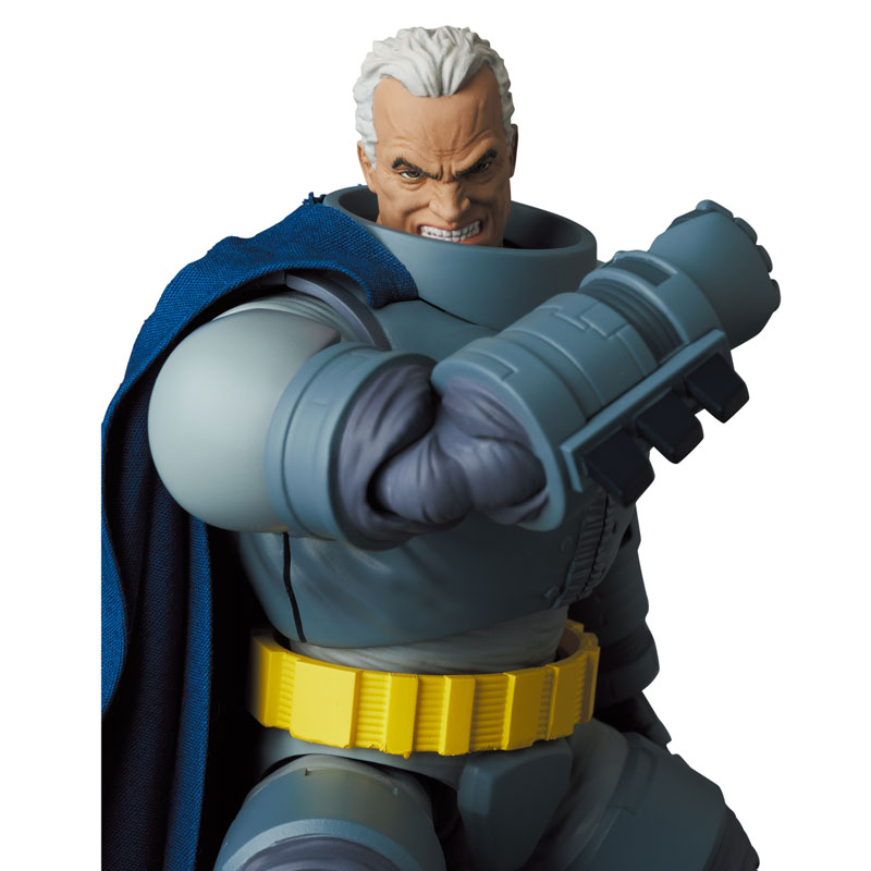 マフェックス No.146 MAFEX『アーマード・バットマン/ARMORED BATMAN』バットマン: ダークナイト・リターンズ 可動フィギュア-002