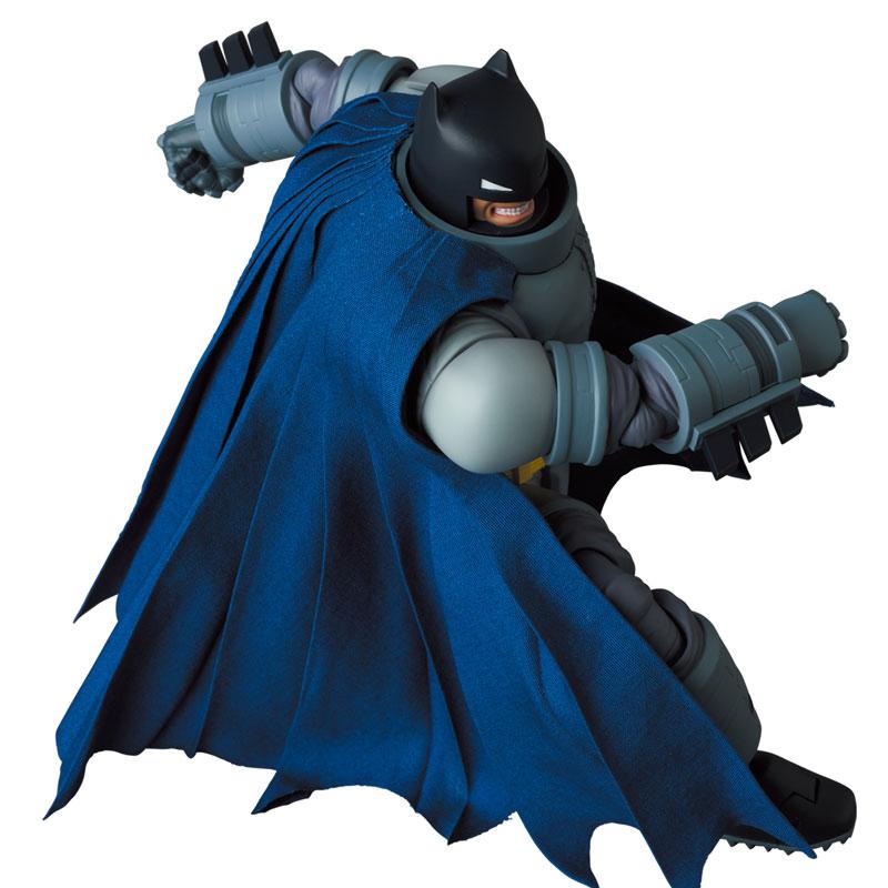 マフェックス No.146 MAFEX『アーマード・バットマン/ARMORED BATMAN』バットマン: ダークナイト・リターンズ 可動フィギュア-007